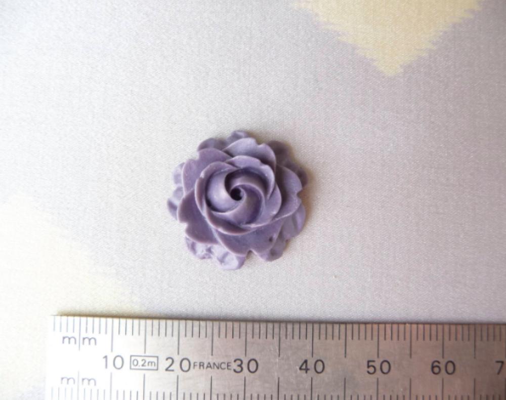 Cabochon fleur violette, à coller, 22 mm.