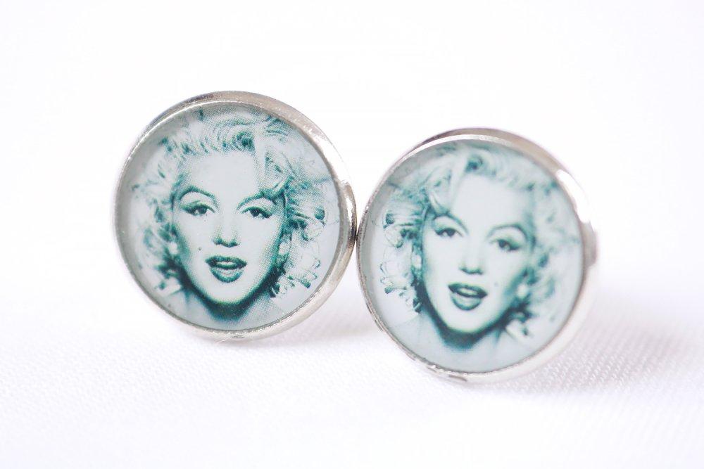 """Puces d'oreille en résine """" Marilyn """" (13mm, noir et blanc, image, métal argenté, artisanal, idée cadeau pour femme et fille)"""