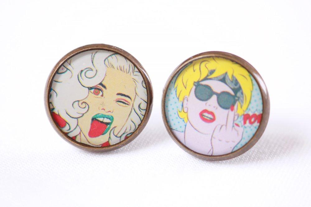 """Puces d'oreille dépareillées en résine """"femme cartoon"""" (13mm, image, laiton couleur bronze, artisanal, idée cadeau pour femme et fille)"""