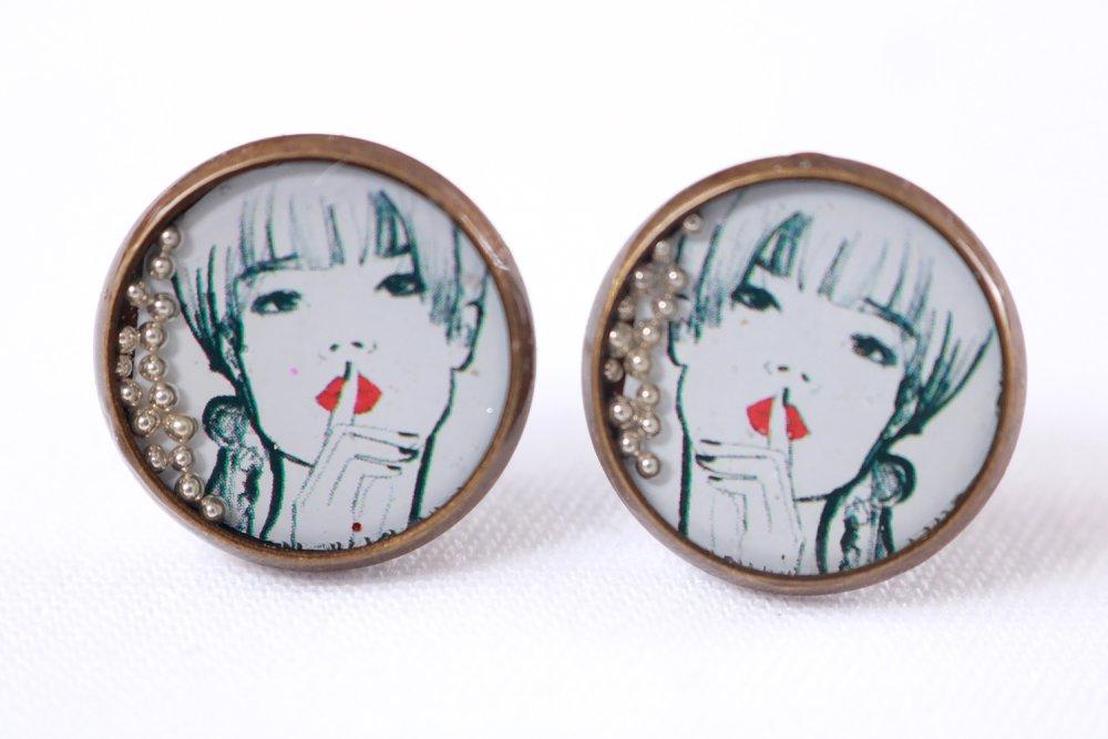 """Puces d'oreille en résine """" dessin de femme """" (13mm, image, laiton bronze, artisanal, idée cadeau pour femme et fille)"""