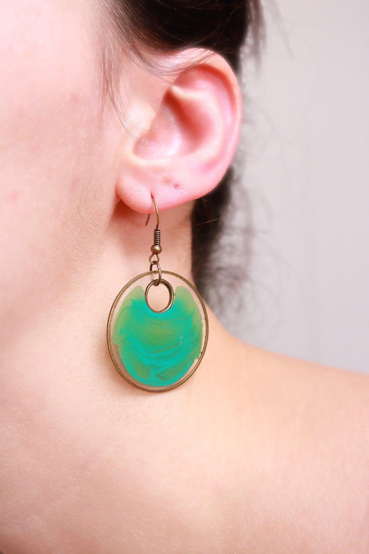Boucles d'oreilles Ronde en résine (inclusion de colorant, turquoise, marbré, bohème, laiton), idée cadeau pour femme.