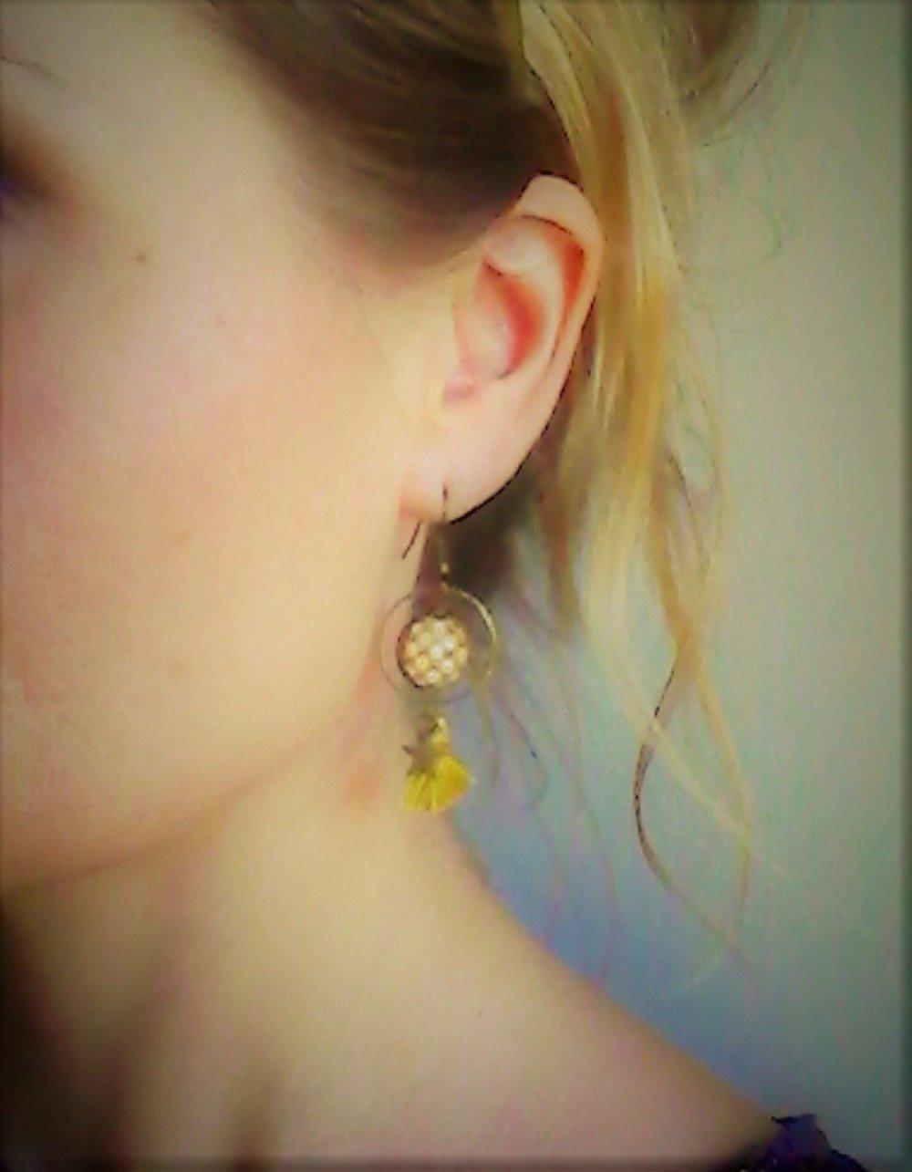 boucles d'oreilles pompon créoles * vagues japonaises * jaune moutarde étoile bronze , cabochon verre