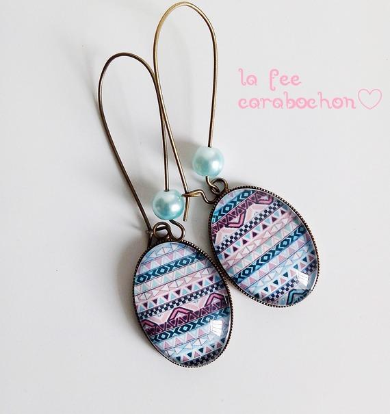 boucles d'oreilles * motif aztèque pastel* rose bleu blanc cabochon verre