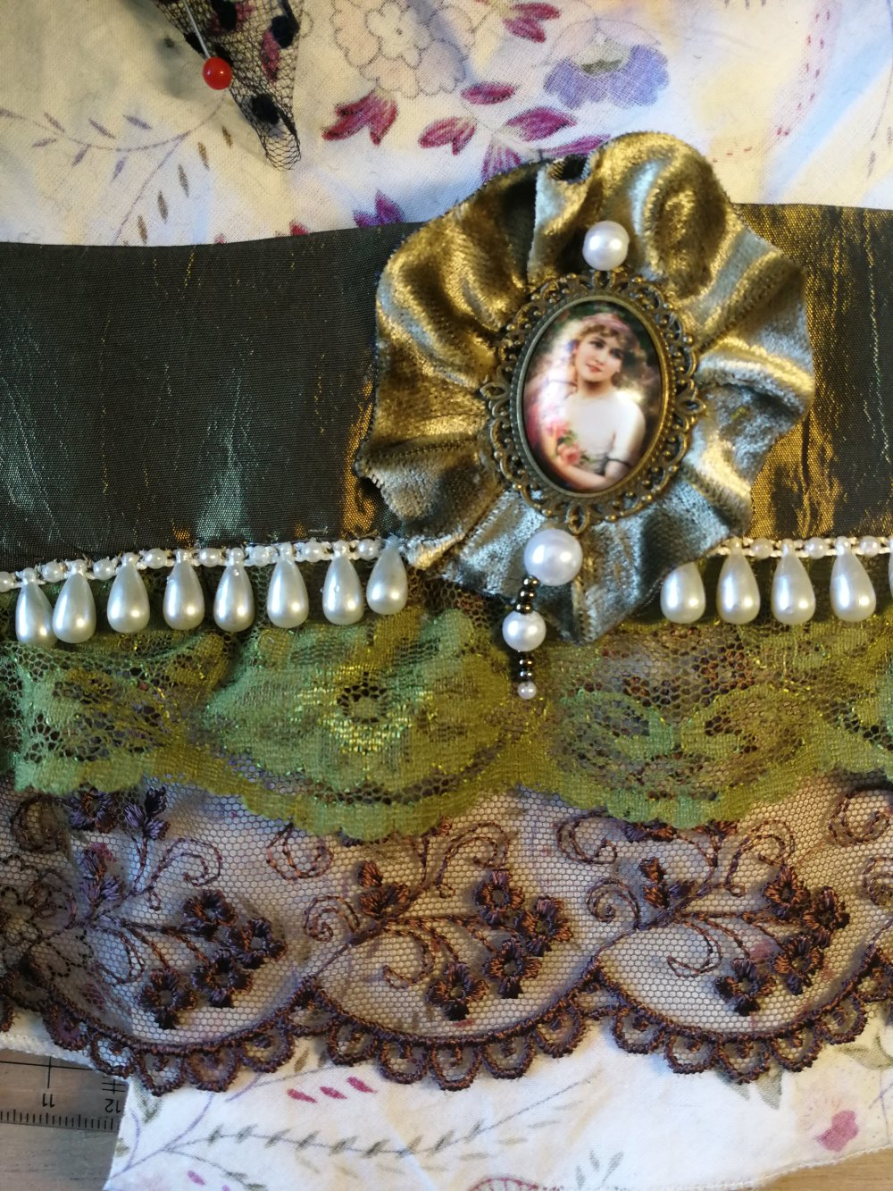 Bracelet manchettes brodé perles shabby chic