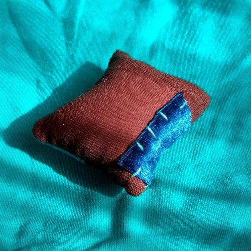Coussin épingle alice patchwork