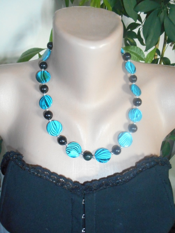 Bijoux, collier mabré bleu et noir