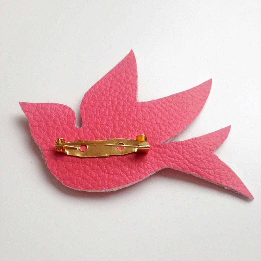 Broche oiseau en simili cuir rose
