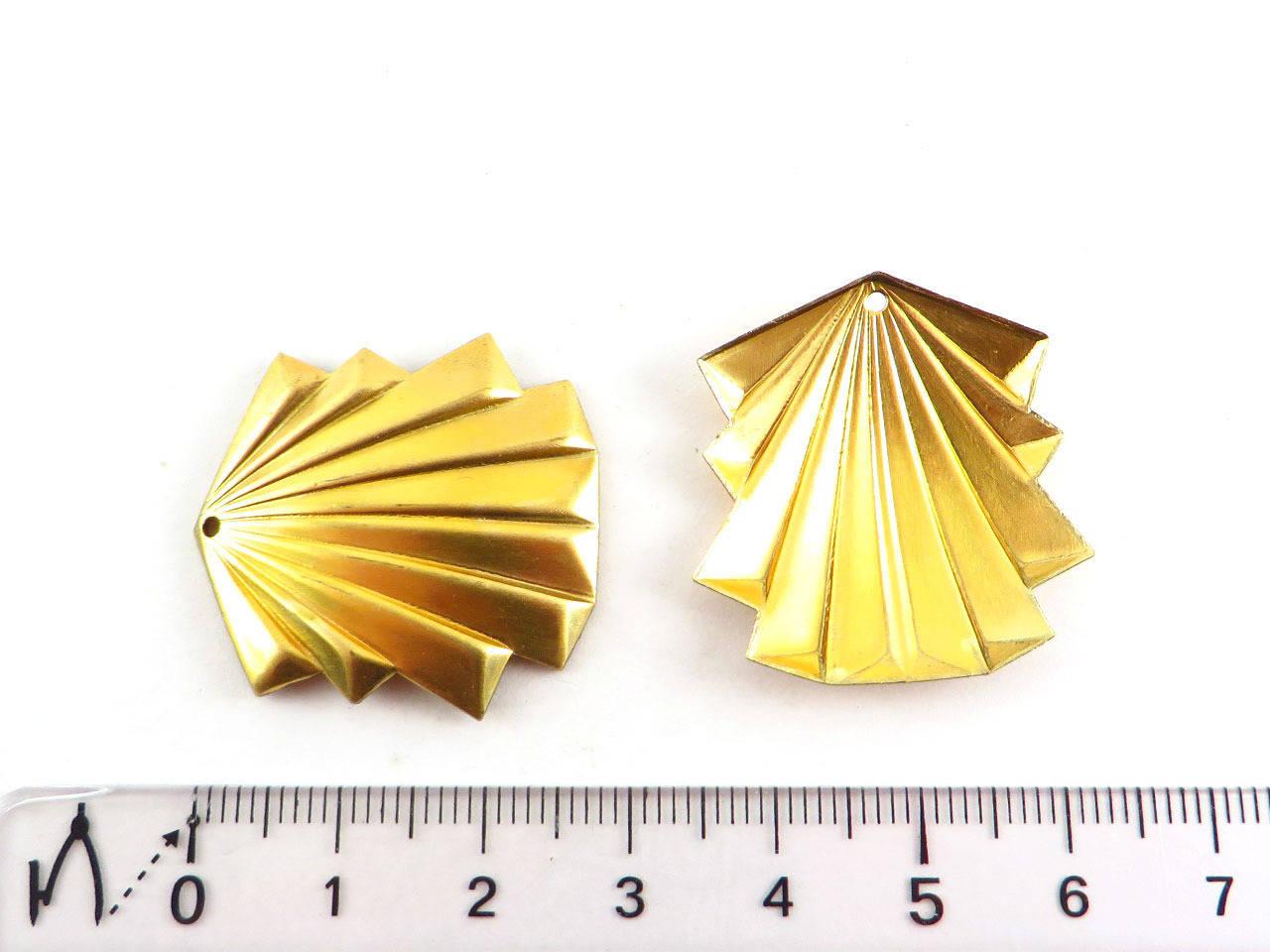 1x Pendentif éventail Art déco bombé en laiton brut, métal doré 29mm x 28mm (PV-098)