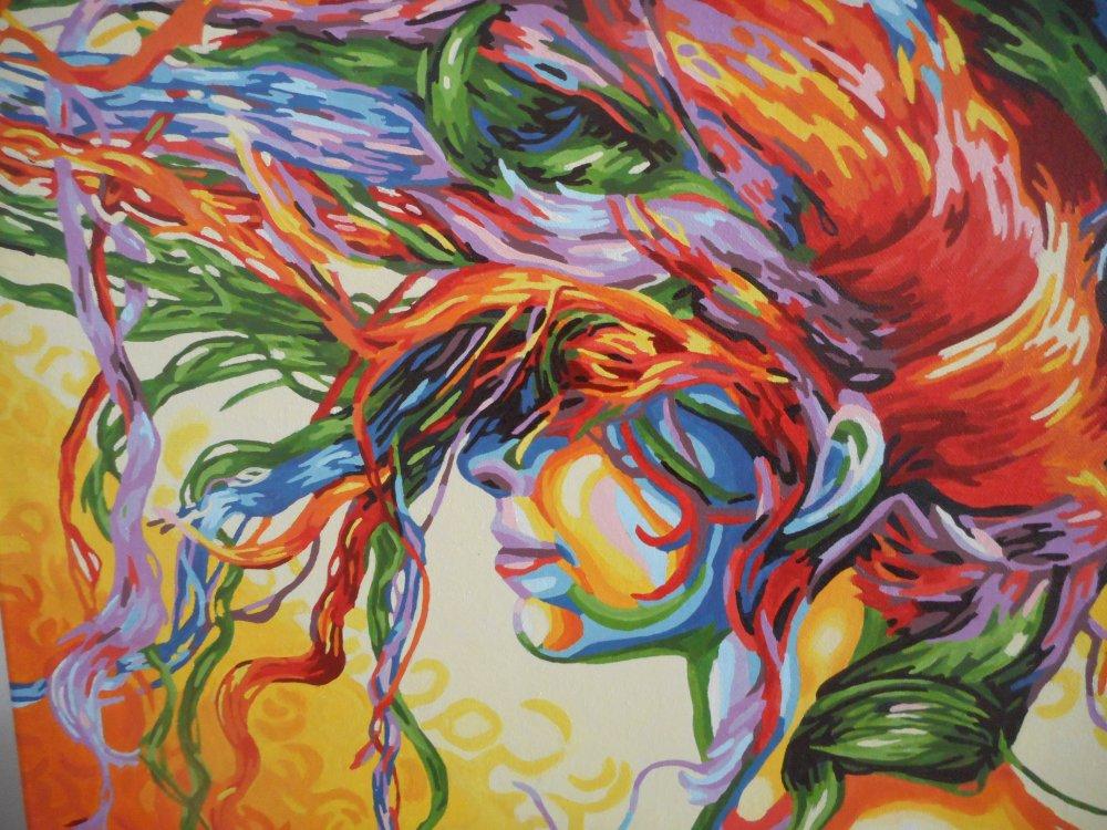 Tableau d'une femme aux cheveux de couleurs vives en peinture acrylique de style abstrait