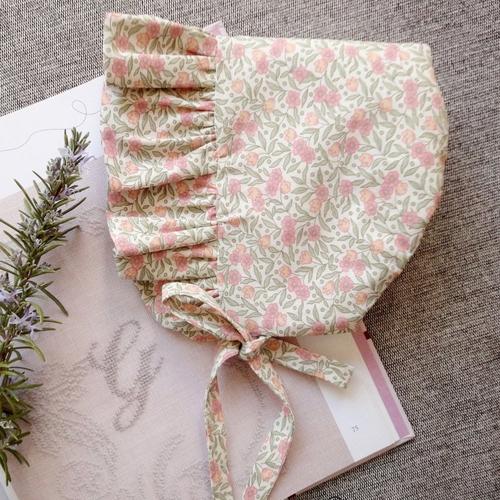 Béguin/bonnet coton imprimé fleurs pour bébé fille.