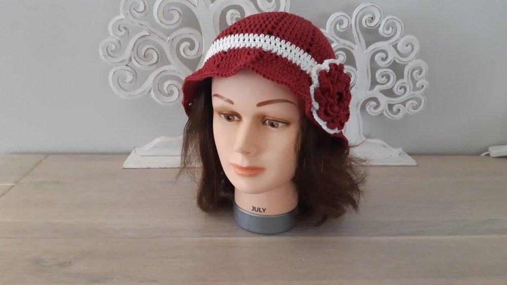 Bonnet chic femme bordeaux et blanc en coton crocheté main