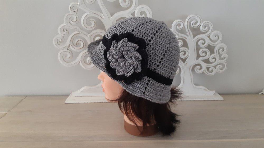 Bonnet femme chic gris et noir en coton crocheté main