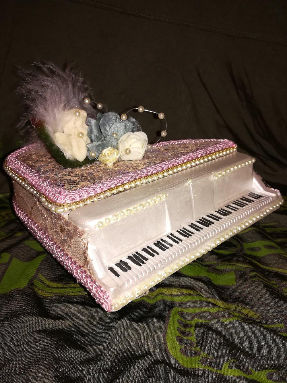 Boîte à bijoux piano