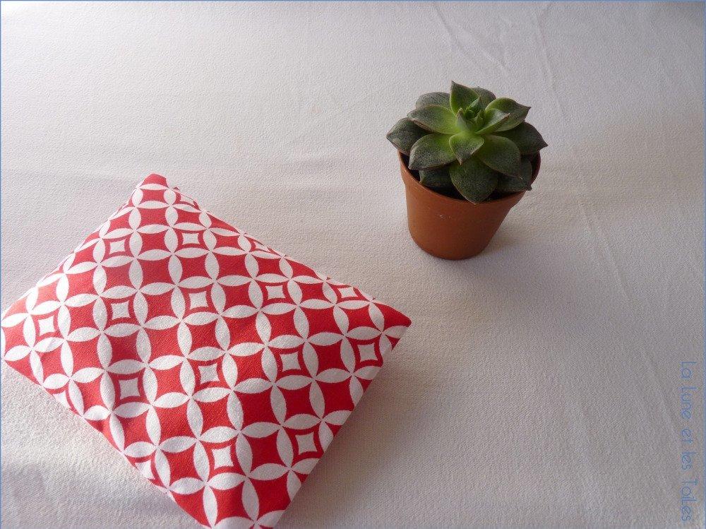 Petite bouillote sèche déhoussable en coton géométrique rouge