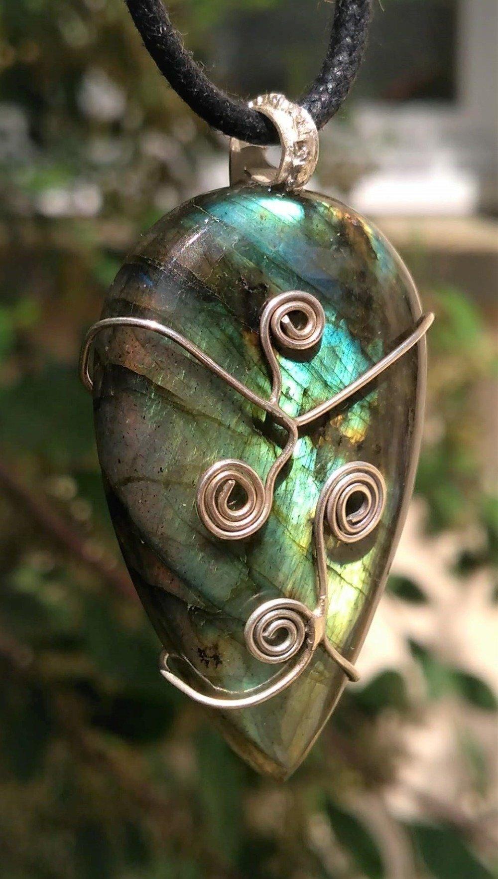 Collier avec pendentif celtique en labradorite et spirale en argent