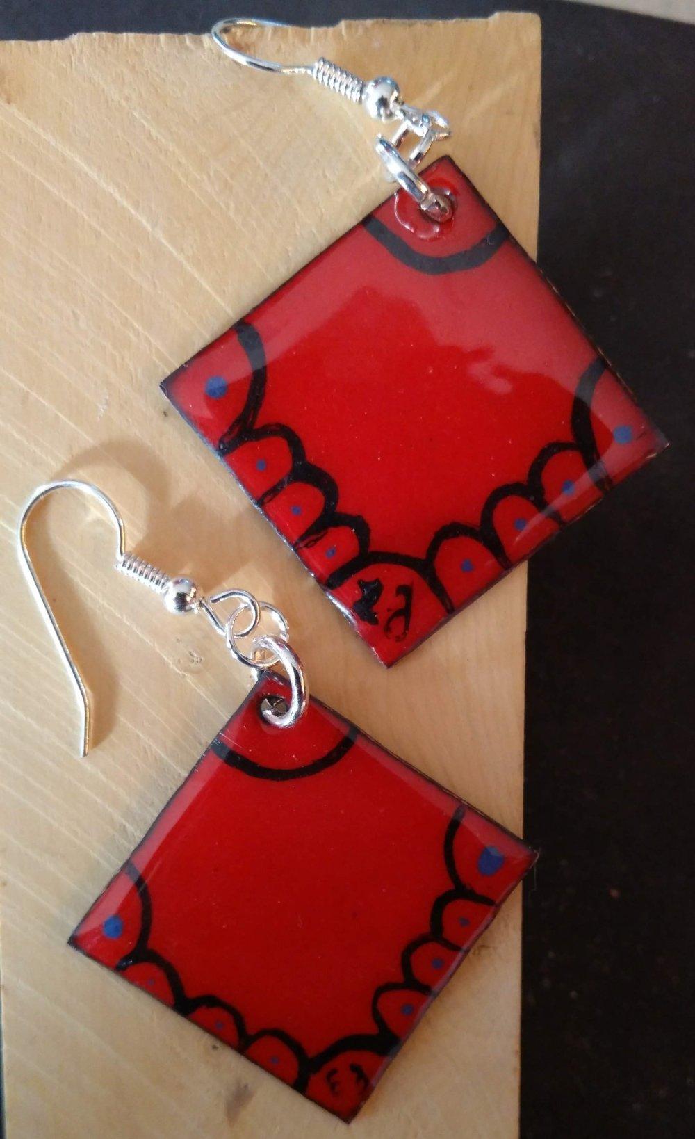 Boucles d'oreilles carré en émail avec motifs émail peint