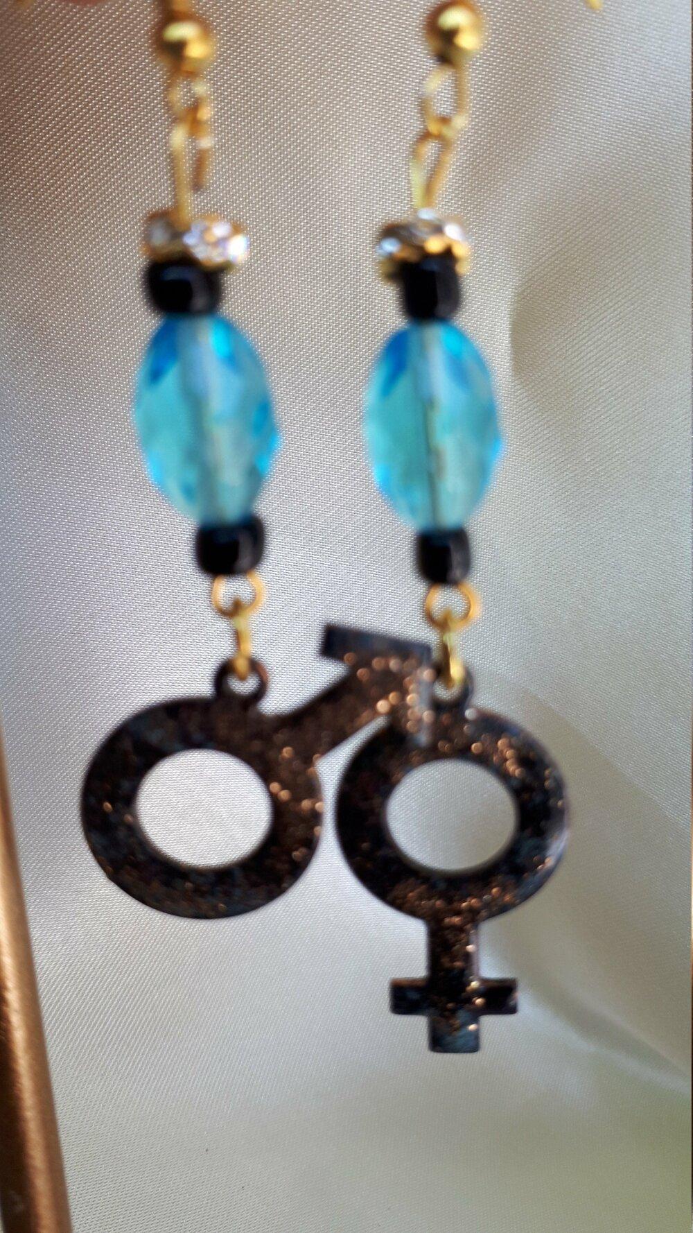 boucles d'oreilles  bleu et noir symbole homme femme amour breloque cuivre émaillé perle swarovsky bleue