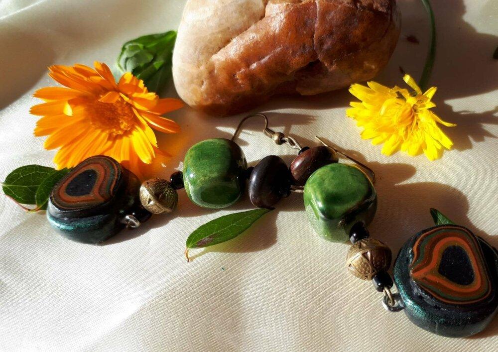 Boucles d'oreilles automnales perle céramique artisanale vert olive perle bronze breloque paon pate polymère