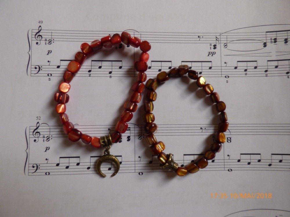 Lot de 2 bracelets sur fil élastique perles de nacre véritable