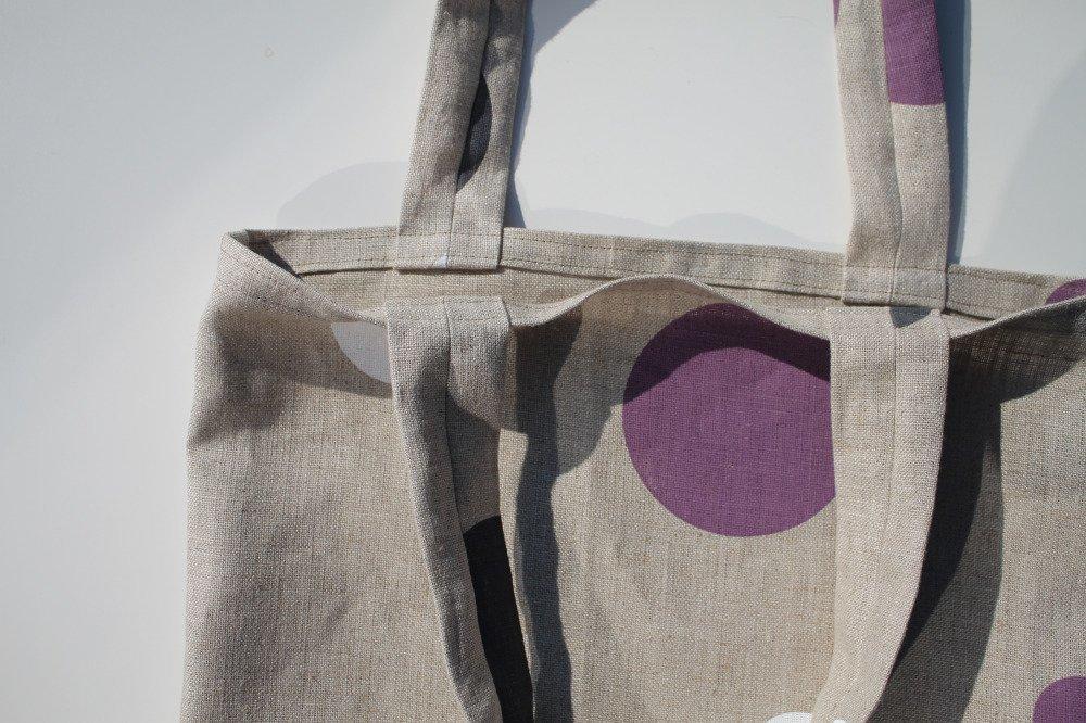 Tote bag en lin naturel à gros pois de couleurs noir, bleu, blanc , violet