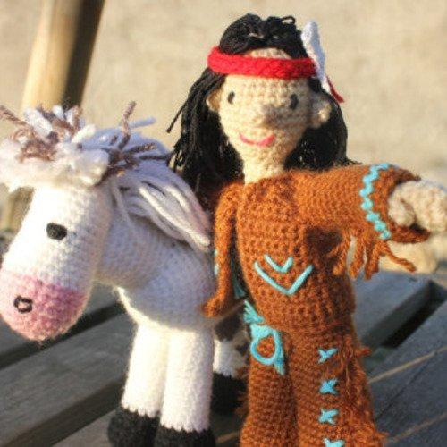 Petit indien et son cheval, au crochet