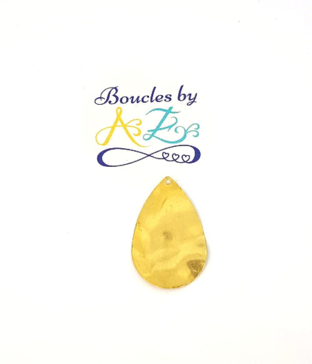 Un pendentif/breloque goutte dorée, martelée, 31x20mm DO15-8.