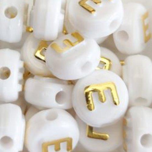 Perle lettre e doré/blanc 10mm pl1-e