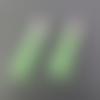 2 breloques pompons vert velours suédine 5 cm.