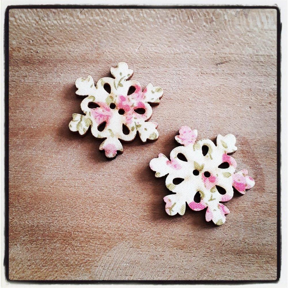 lot de 2 flocon de neige noël rose - bouton bois décoratif - imprimé effet tissu fleuri ** 30 x 30 mm **