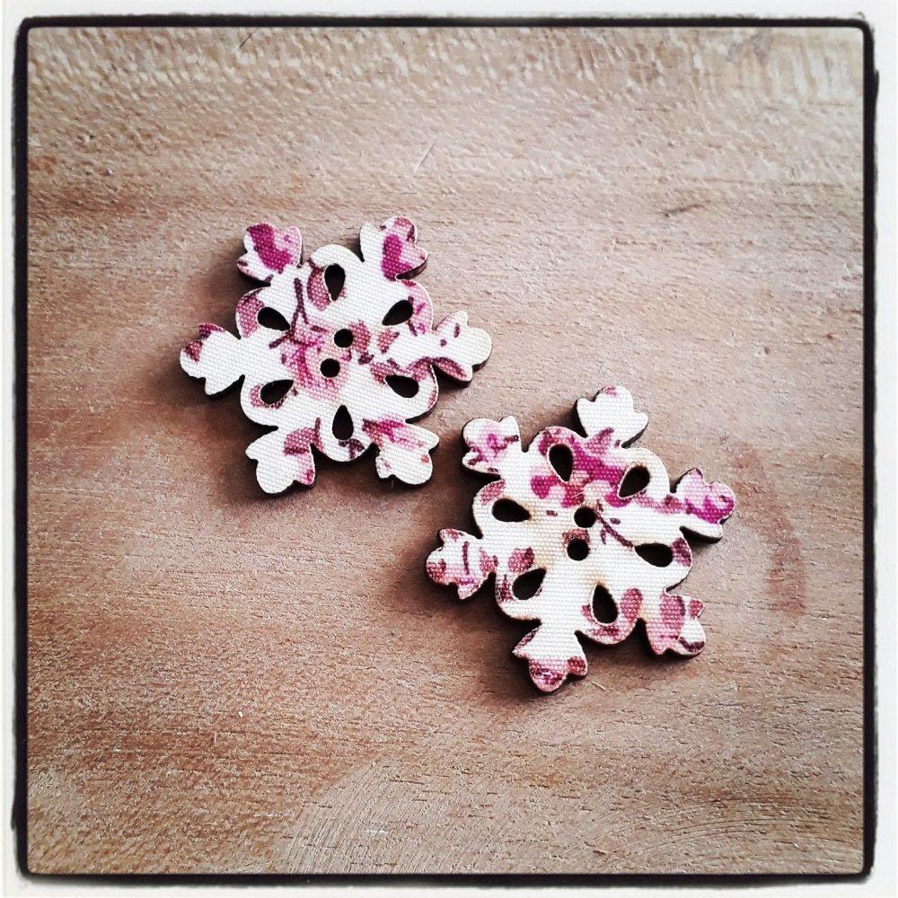 lot de 2 flocon de neige noël fuchsia - bouton bois décoratif - imprimé effet tissu fleuri ** 30 x 30 mm **