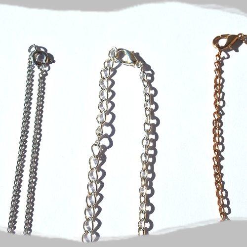 Lot de trois chaines, métal argenté et métal doré