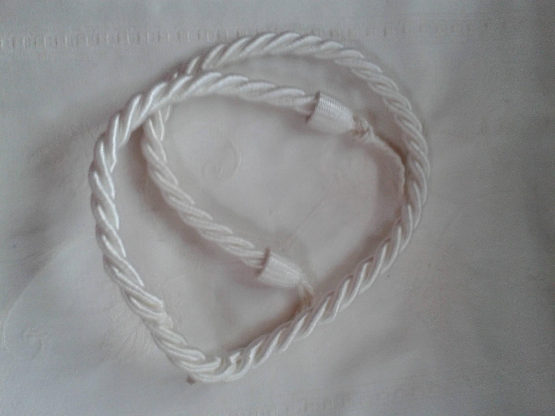 cordon torsadé, embrasse en cordon de couleur blanc dimension totale 82 cm
