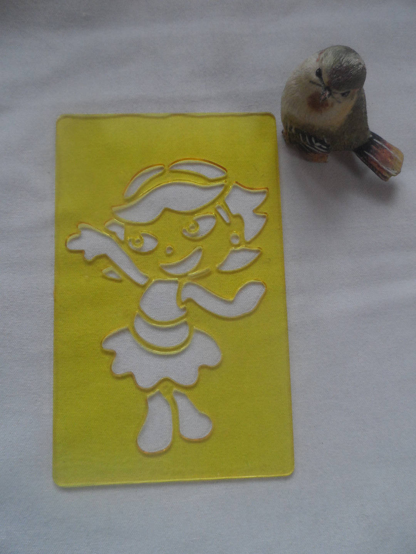pochoir fille,dora,  fillette en plastique rigide jaune pour jeunes enfants