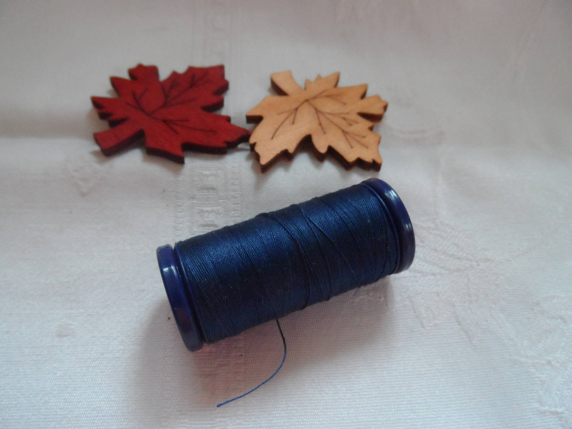 bobine de fils à coudre 100% polyester bobine de couleur bleu marine