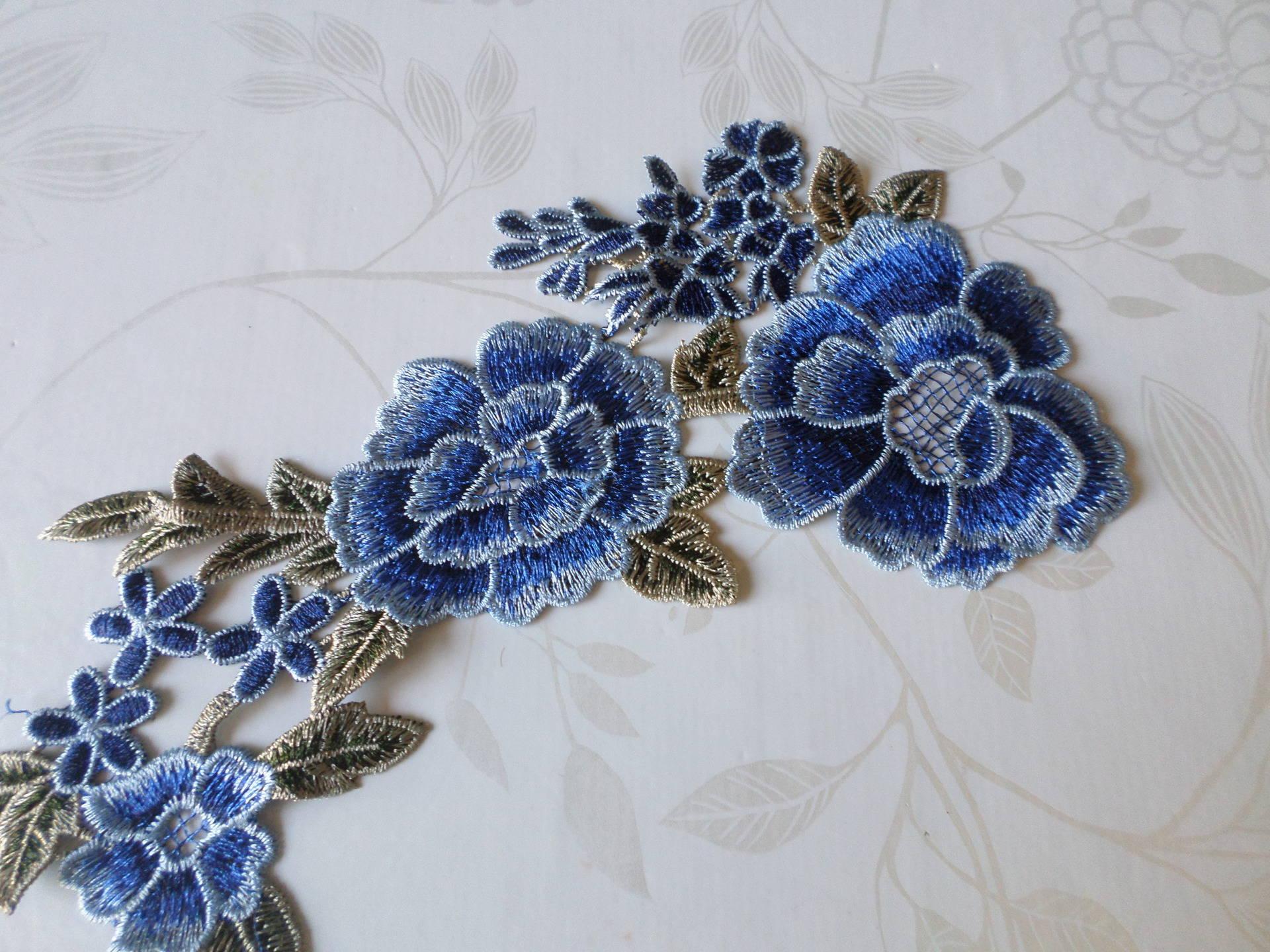 x 1 applique guipure dentelle fine floral ton bleu  P43