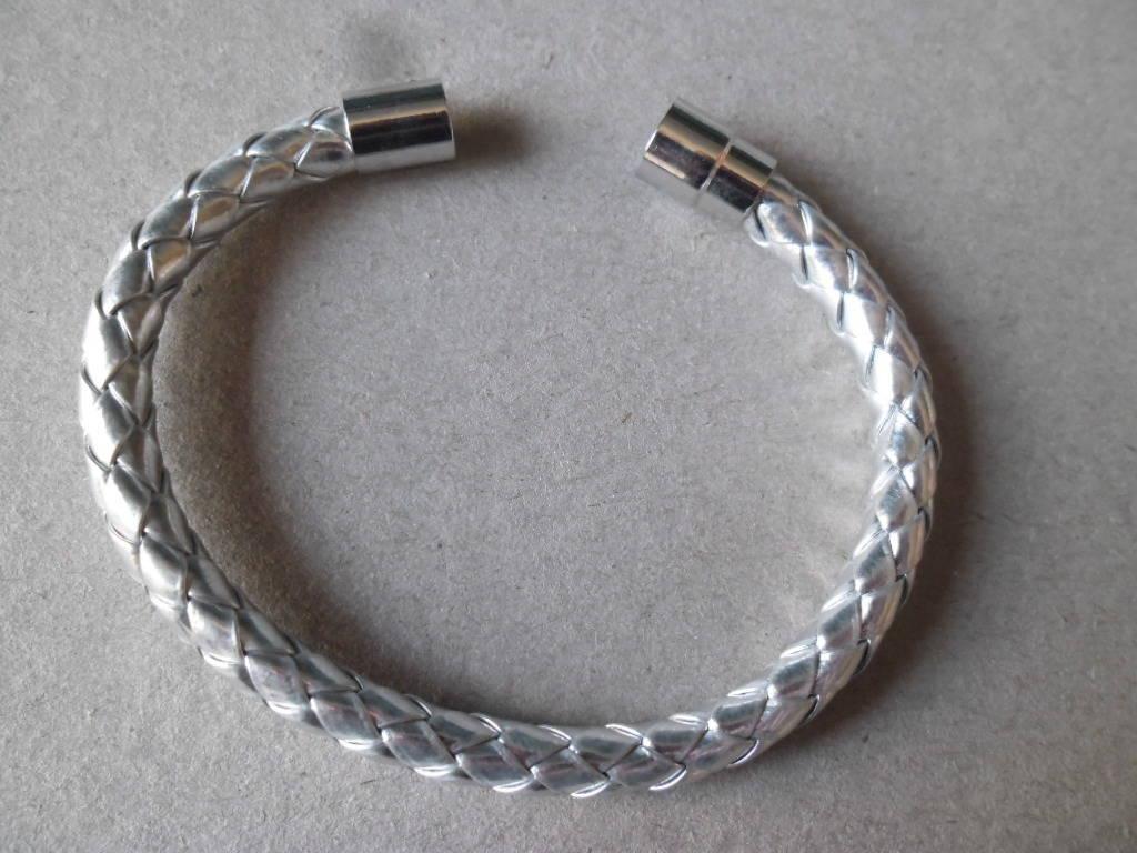 x 1 bracelet cuir argenté PU tressé fermoir magnétique argenté 20 cm