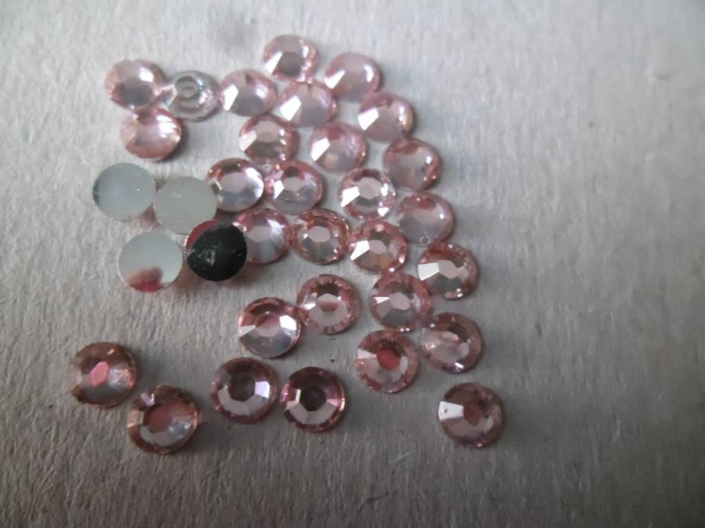 x 100 demi-perles strass cristal rose léger facettes à coller 5 mm