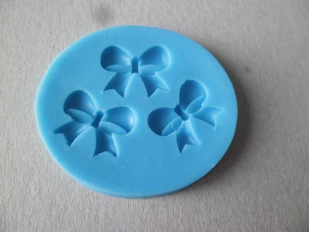 x 1 moule silicone motif 3 nœuds 3D 6 x 5,5 cm