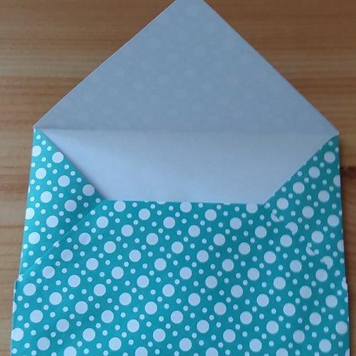 5 enveloppes en papier de couleur vert à pois blanc 10.5 x 8 cm