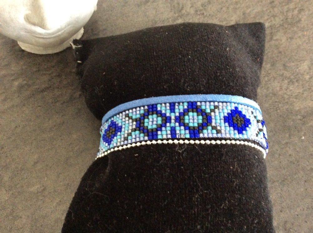 Bracelet tissé perles miyuki noir ,bleu nacré,gris,