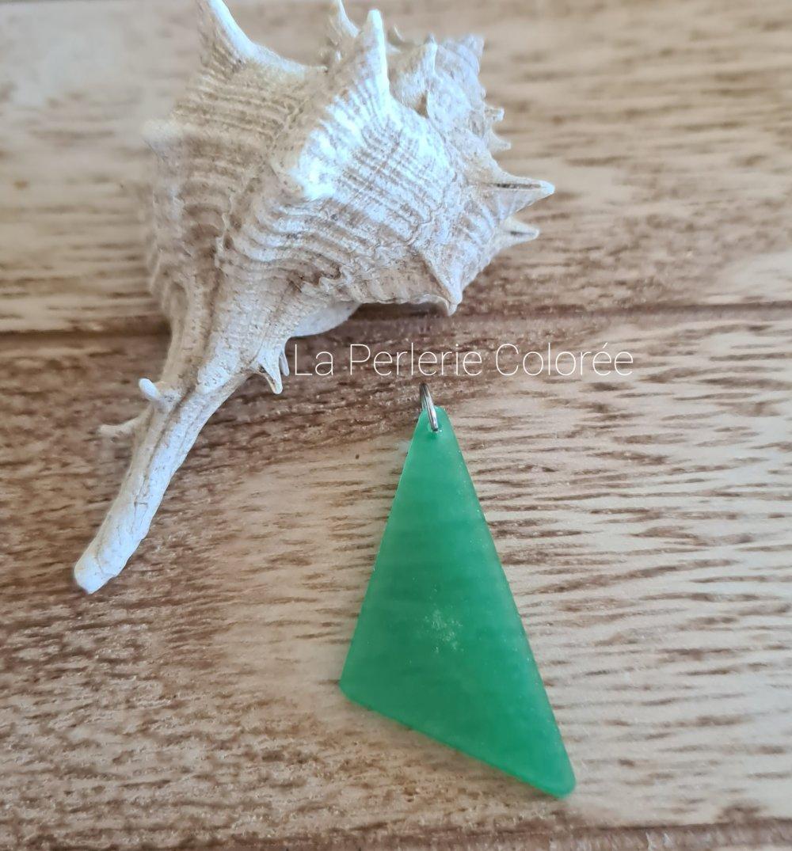 Pendentif artisanal en résine forme géométrique carrée couleur vert