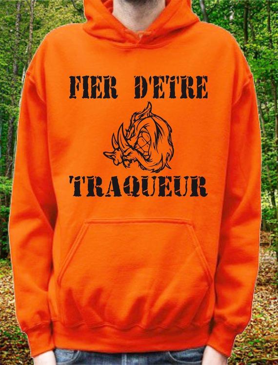 """Sweatshirt orange à capuche """"Fier d'etre Traqueur"""" Tête de sanglier"""