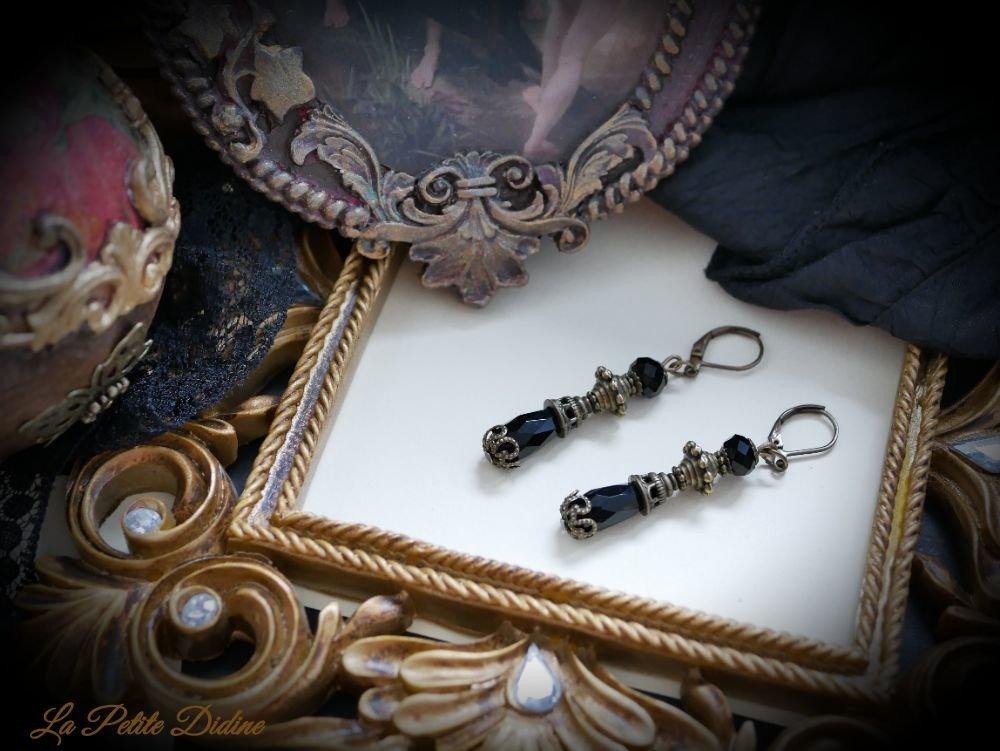 Petites boucles d'oreilles victoriennes gothique de couleur noire