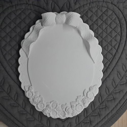 Support ovale en plâtre brut a suspendre