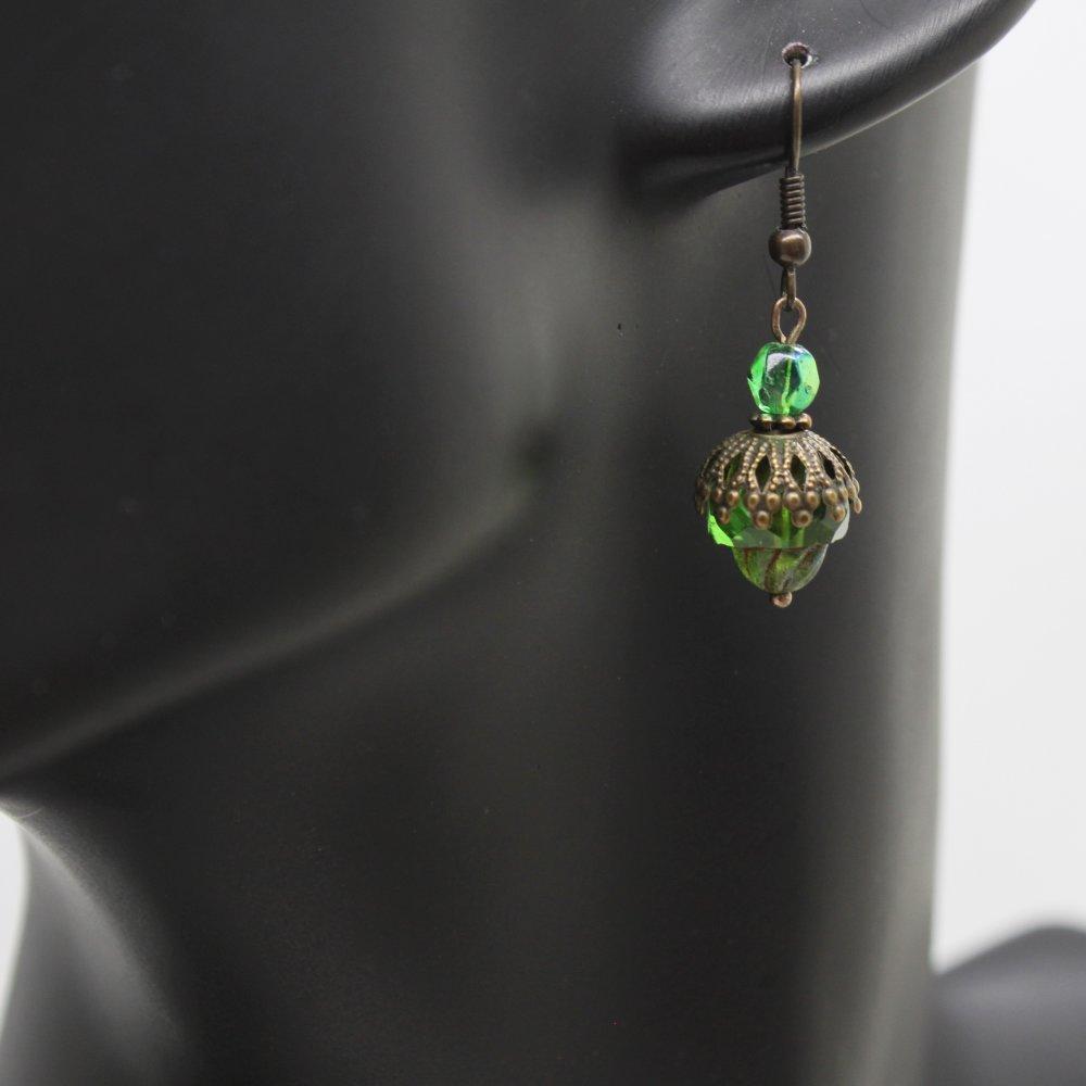 Boucles d'oreilles cathédrale bronze et perles en verre de Bohème vert émeraude