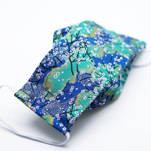 Masque de protection en tissu japonais branches de cerisiers sur fond bleu et vert