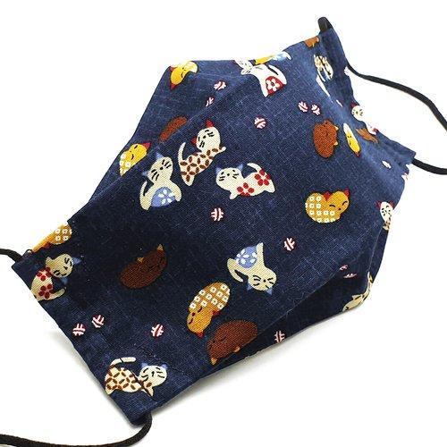 Masque de protection en tissu japonais petits chats sur fond bleu jean