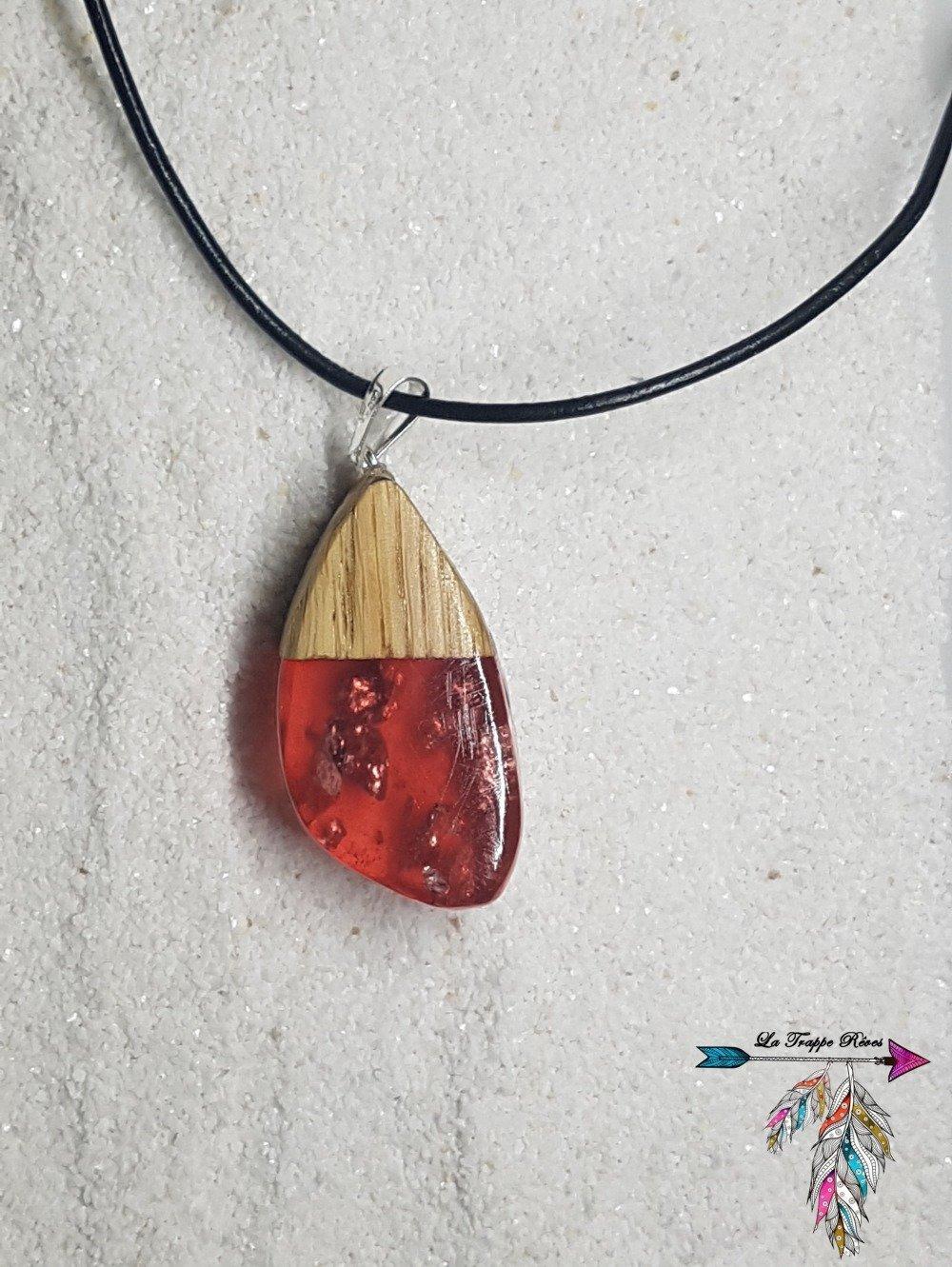 Collier en bois et résine rouge