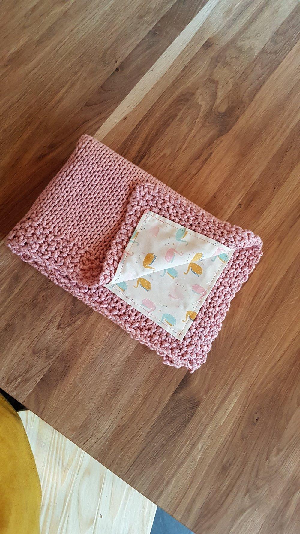 Couverture Bébé en tricot - Modèle Vieux Rose / Sur commande