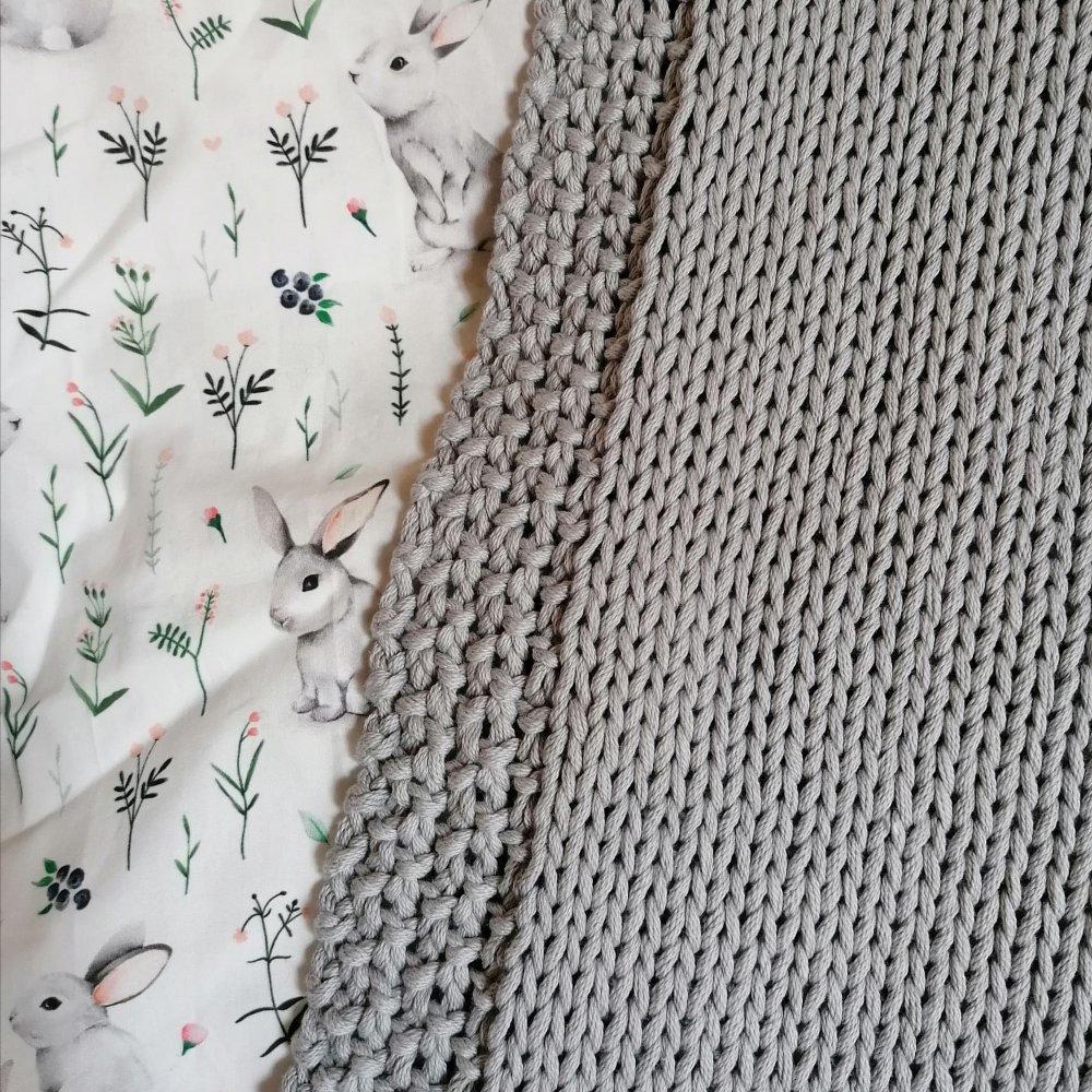 Couverture bébé en tricot / Gris Perle & Doublure tissu Grisouille le lapin